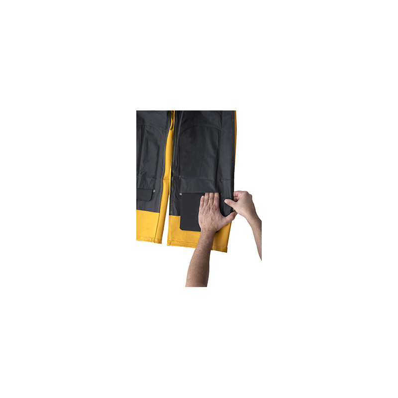 Knee reinforcements in bib and braces with apron